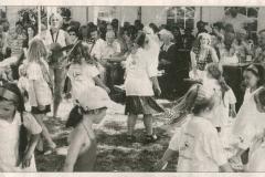 Kinderchor-mit-Petra-beim-Tanz-aus-KitZei